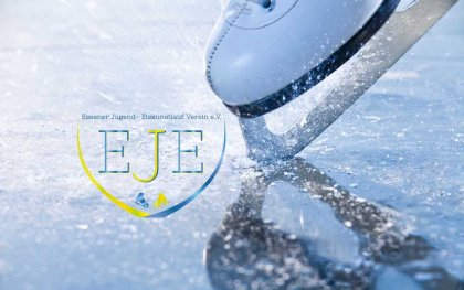 Woman skates braking ice, frazil flying around Lokal Sport Essen